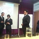 Los alumnos en los momentos previos a la presentación de su tesis