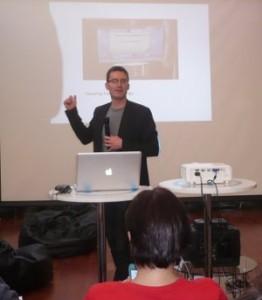 Matt Waite durante su charla para Hack Hackers en Movistar Innova.