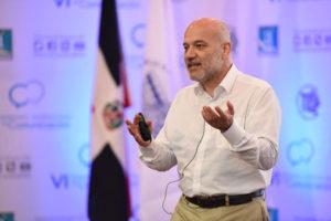 El autor de este blog durante la presentación (Foto: B. Central RD)