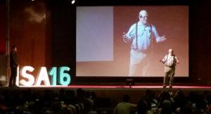 Alan Cooper en el escenario de ISA16 en Santiago.